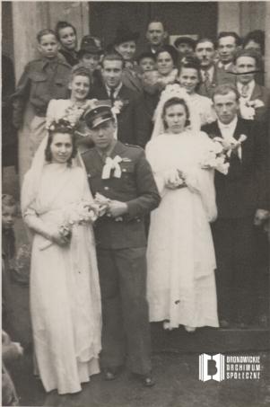 Zdjęcie ślubne Marii z d. Marona z Henrykiem Kowalskim oraz jej siostry Aleksandry z Janem Nowakiem