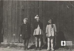 Bronowickie dzieci przy ul. Balickiej 43