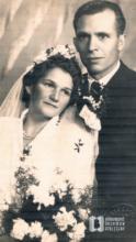Zdjęcie ślubne Danuty i Jana Nawrockich wykonane w zakładzie fotograficznym J. Neidera