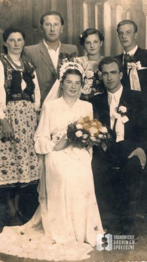 Zdjęcie ślubne Krystyny i Józefa Noworytów wykonane w zakładzie fotograficznym J. Neidera