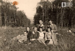 Bronowianie z ul. Przybyszewskiego w Lesie Wolskim