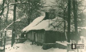 Dom Morawców przy ul. Boya-Żeleńskiego. Pejzaż zimowy